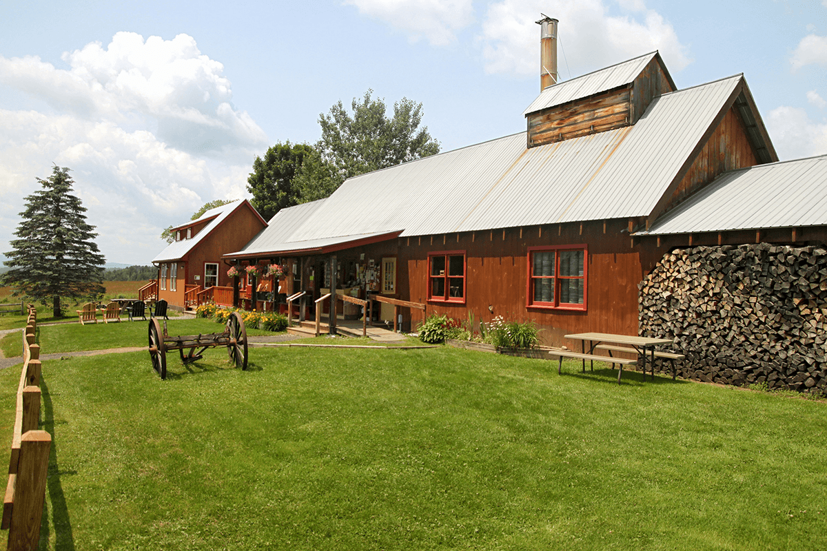 Image of Bragg Farm Sugarhouse in summer