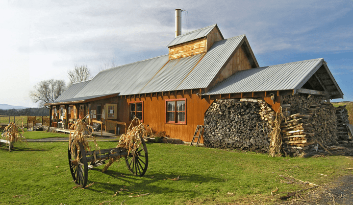Image of Bragg Farm Sugarhouse in fall