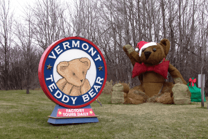 Image of Vermont Teddy Bear sign and large hay bear