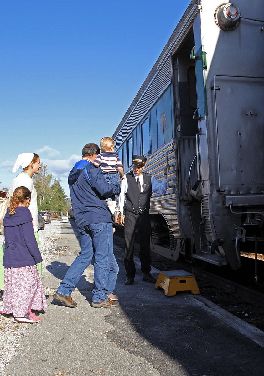 Image of people boarding the Green Mountain Railroad