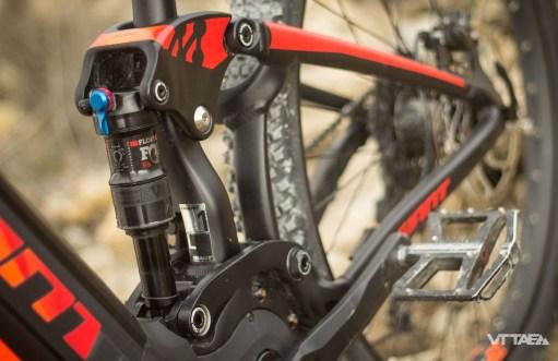Cette intégration n'est pas la seule évolution majeure du modèle phare de la gamme Giant en 2017 : il fait aussi désormais appel à la suspension Maestro, à point de pivot virtuel, chère à la marque taïwanaise sur ses vélos tout-suspendus.