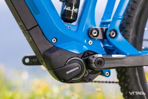 À ces fins, la motorisation Shimano Steps est la solution compacte et très intégrée que BMC retient. Intégrée au niveau moteur notamment, avec plusieurs lignes et carter qui englobent l'unité.