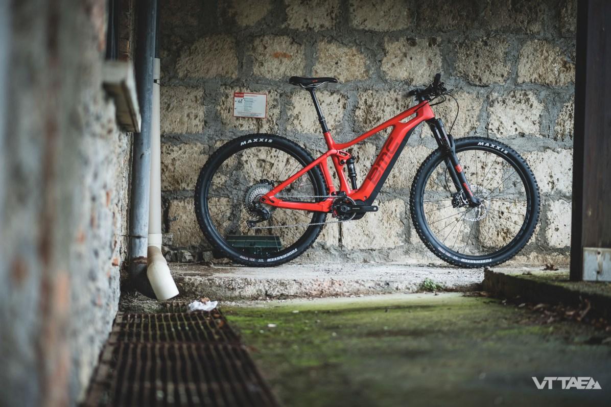 Attention à ne pas s'y méprendre. Le triangle arrière du BMC Trailfox AMP ne permet pas le montage d'une roue de 29 pouces. Celui du BMC Speedfox AMP est donc spécifique. C'est à travers son architecture spécifique aussi que la géométrie du vélo s'adapte aux nécessités du 29 pouces.