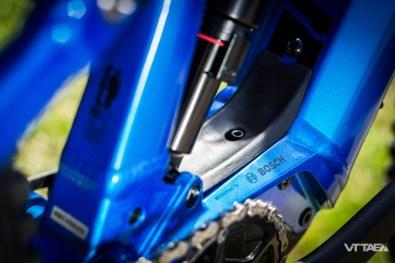 Nouveau sabot moteur pour la nouvelle motorisation Bosch Performance CX, avec languette qui permet le passage masqué des gaines et durites sur le dessus...