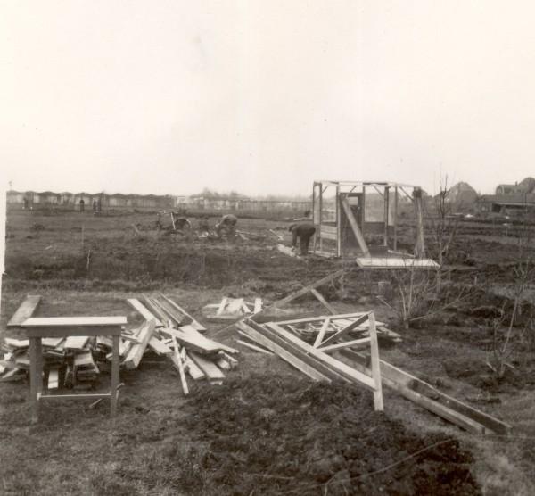 Herbouw huisjes op het nieuwe complex. Begin jaren 40.