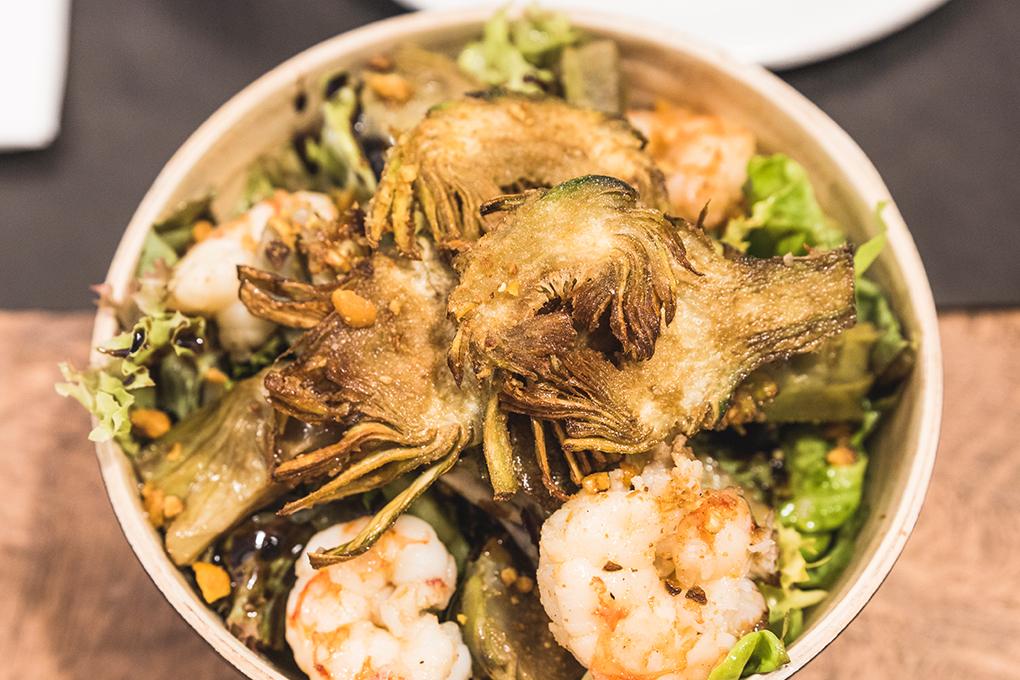 Oferim una cuina mediterrània i de país altament creativa, però sempre fomentada en la tradició i els millors productes de la nostra terra.