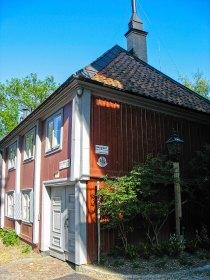 asa sueca de madera roja. Södermalm, Estocolmo. Foto depositphotos © sophysweden