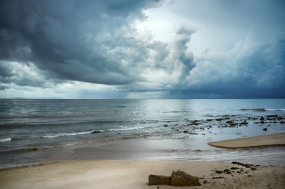 paisaje nublado en la playa de valdevaqueros. tarifa. Cádiz. Andalucía. España. Foto depositphotos © casther