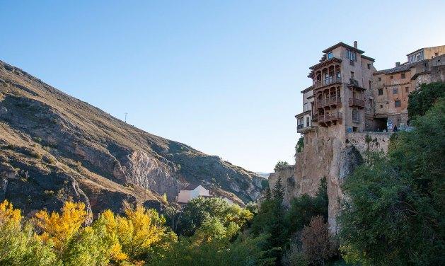 Casas colgadas, (hanging houses) in Cuenca @depositphotos /naticastillog