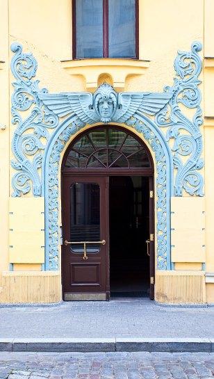 Puerta en edificio de estilo art noveau, Riga. foto: copyright- depositphotos/@ igorr1