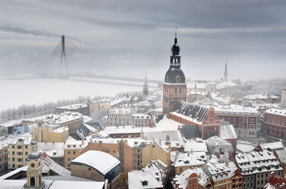 Vistas panorámicas de Riga desde la Iglesia de San Pedro. Foto © depositphotos /alex.stemmer