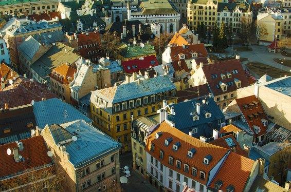 Casco antiguo de Riga al atardecer. Foto depositphotos© Krivis