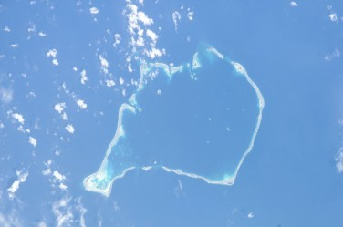 Vista aérea del atolón de Funafuti – NASA en Wikimedia, Public Domain
