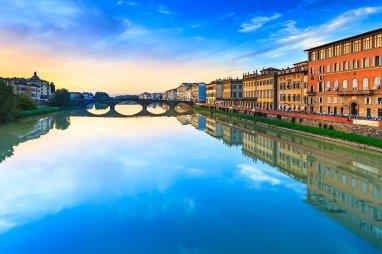 Puente alla Carraia . El segundo mas antiguo en Florencia ( construido en el 1218).