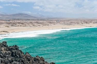 La blanca costa de El Cotillo. Imagen: ©depositphotos.com/-annalisa-
