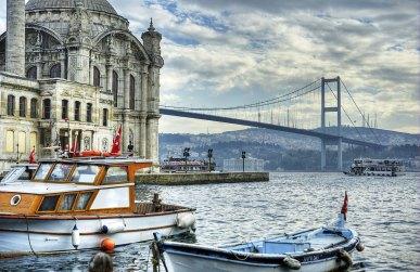 Puente de Bósforo y Mezquita de Ortakoy. Estambul, Turquía.