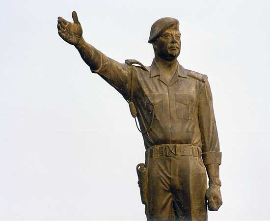 Colossal Saddam Statue -- photo by author