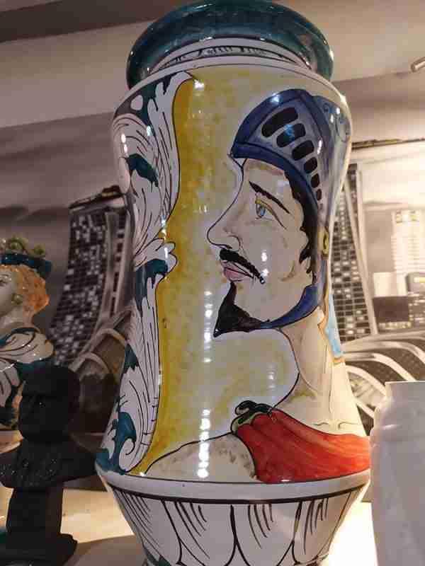 Vaso in ceramica di Caltagirone dipinto a mano