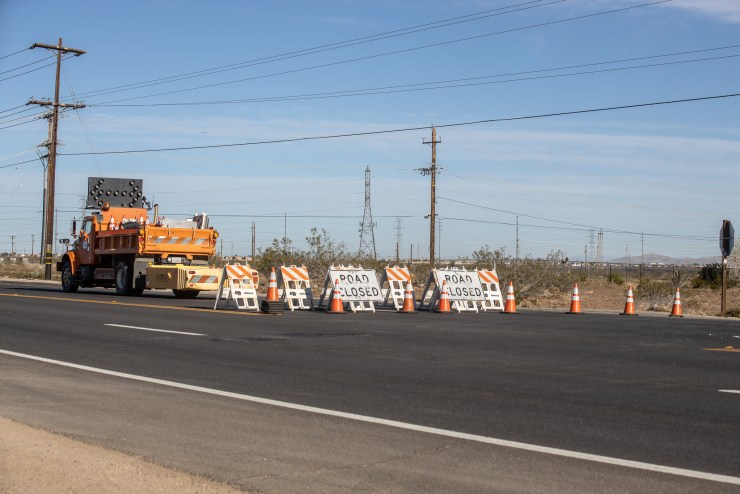 Road closed signs on Palmdale and Emerald Roads in Victorville. (Hugo C. Valdez, Victor Valley News)