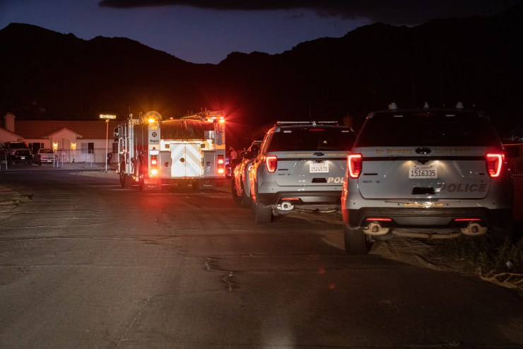 Sheriff's patrol vehicles and firefighters arriving to the incident. (Gabriel D. Espinoza, Victor Valley News Group)