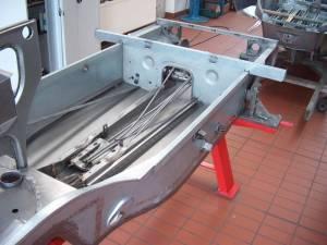 VW 166 Schwimmwagen ( Vergleich zwischen Vorserienwagen von Porsche und dem VW Schwimmwagen )
