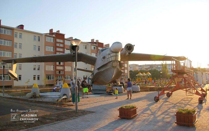 Сквер авиаторов п. Мирный Бе-12