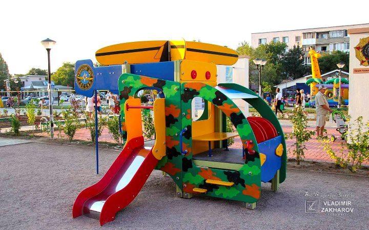 Сквер авиаторов п. Мирный, детская площадка.