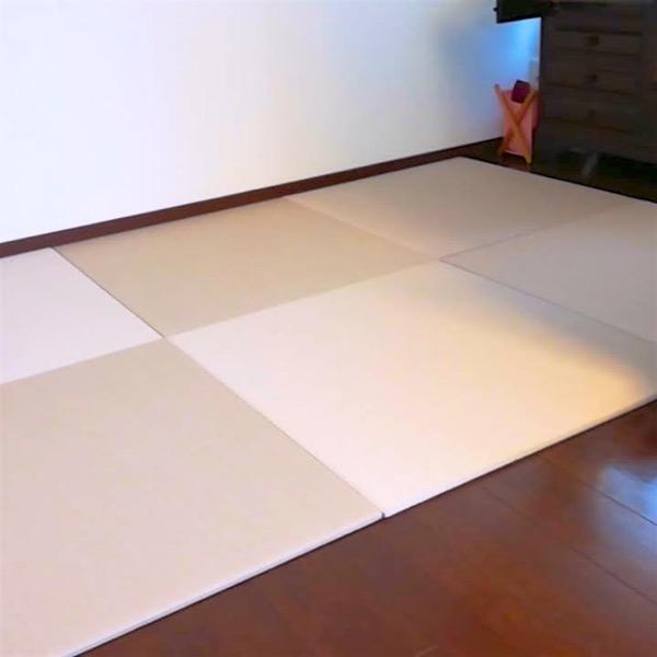灰桜色の畳を敷いた事例