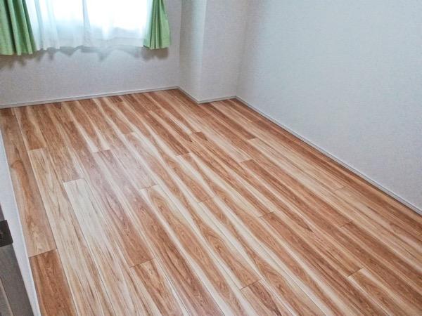 畳を敷く前のメープルのフローリング