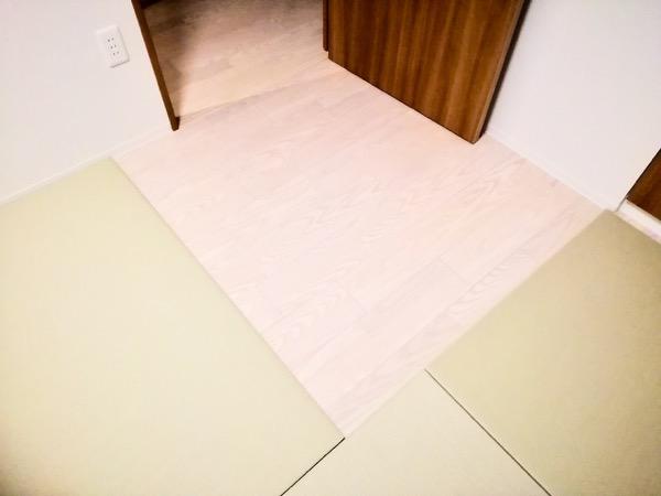 扉部分の畳