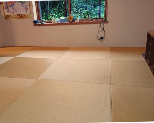敷替え前の畳の部屋