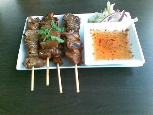 Porc grillé à la thaïlandaise (Moo ping/ Mu ping) (หมูปิ้ง)