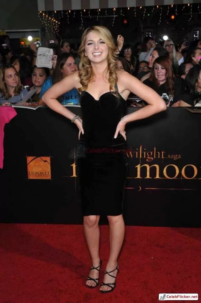 Kirsten Prout at The Twilight Saga: New Moon Premiere-05
