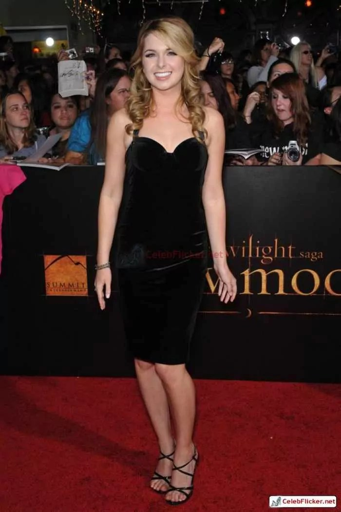 Kirsten Prout at The Twilight Saga: New Moon Premiere-07