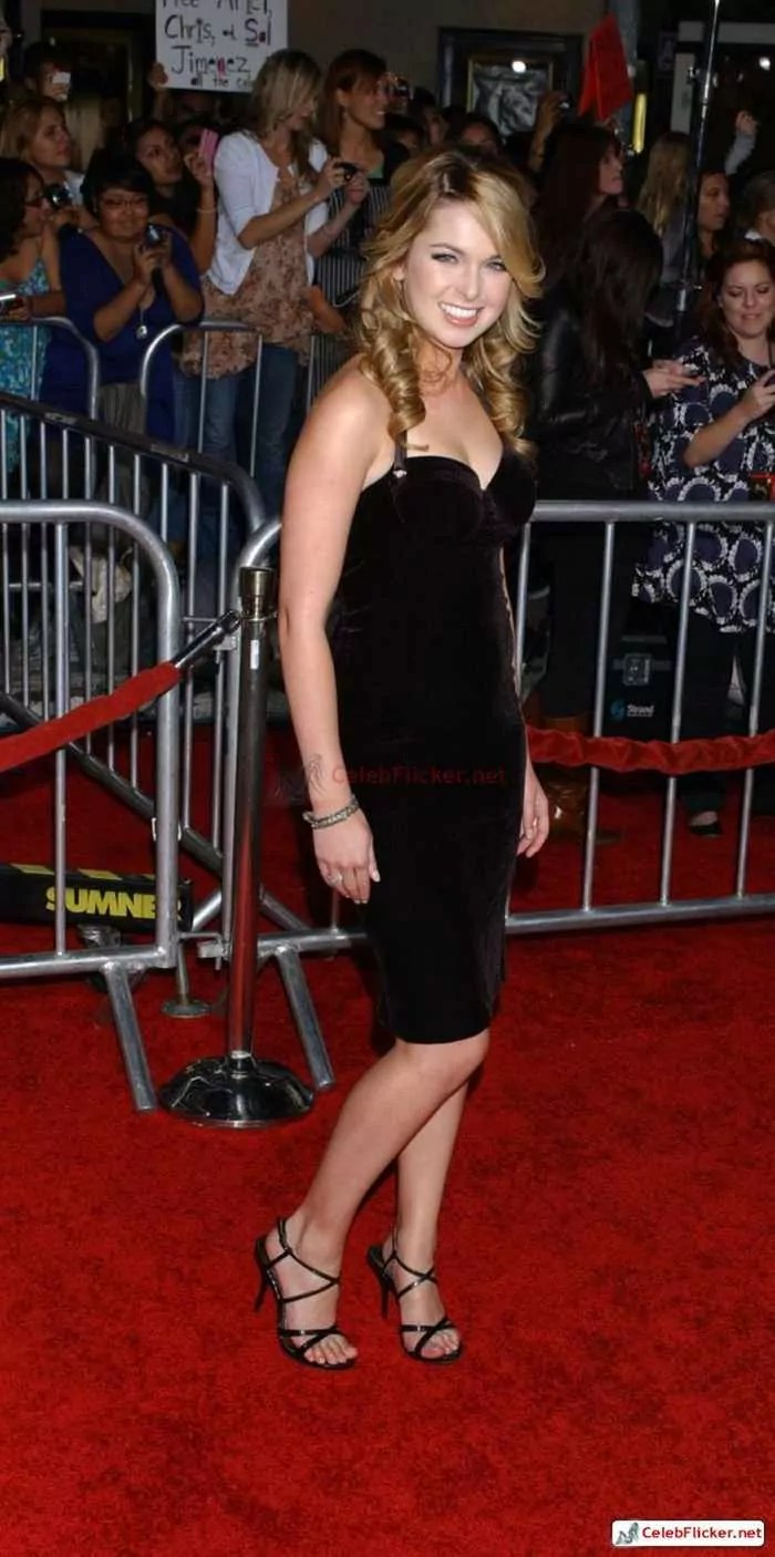 Kirsten Prout at The Twilight Saga: New Moon Premiere-09
