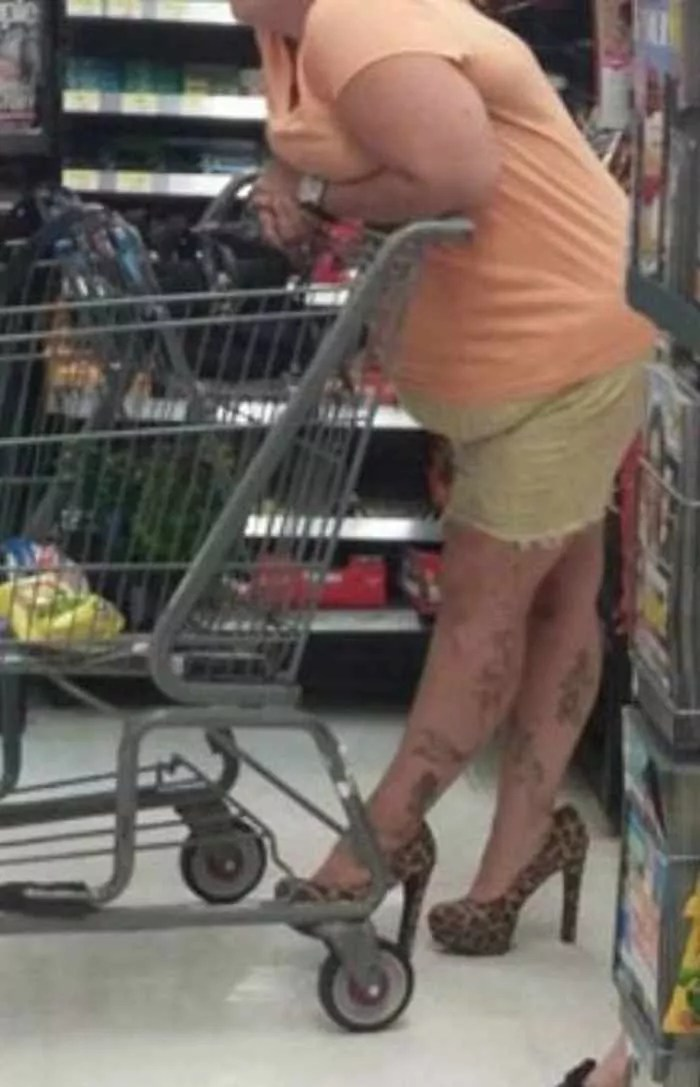 40 Hilarious People of Walmart That are on Another Level -02