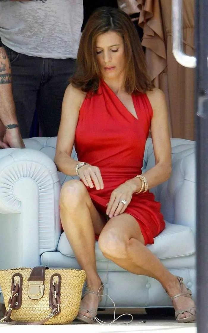 Perrey Reeves In Sexy Red Outfit - 6 Photos -01