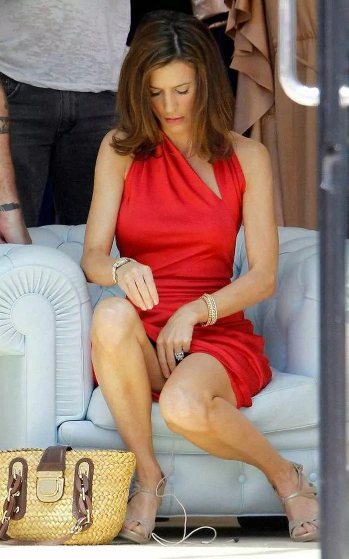 Perrey Reeves In Sexy Red Outfit - 6 Photos -06