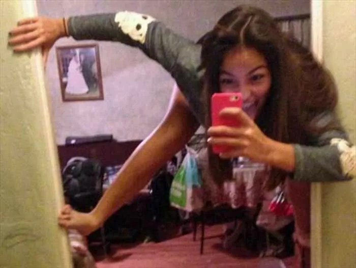 25 Ridiculous Selfies Gone Wrong - The Worst Selfies Ever-07