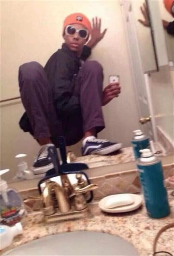 25 Ridiculous Selfies Gone Wrong - The Worst Selfies Ever-14