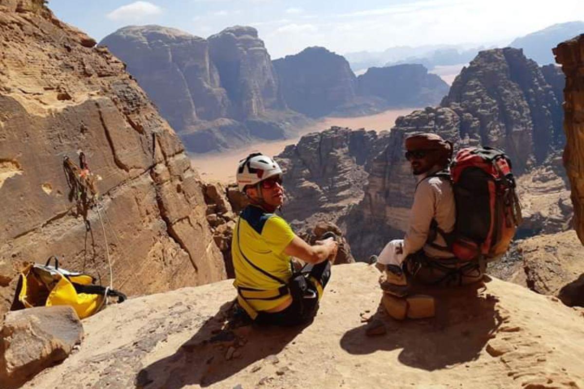 Ali climbing guide view