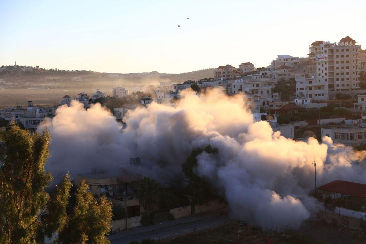 الاحتلال يفجر منزل الأسير منتصر شلبي في ترمسعيا شمال رام الله