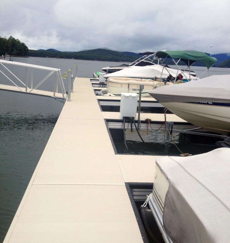 wahoo aluminum docks floating commercial dock - marina at hideaway with gangway