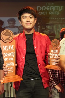 "Neo Domingo bagged two trophies for his single ""Pagbigyan Mo Na"" composed by Urie Tesorio. He won ""DJ's Choice"" award and went on a triple-tie with Fifth Dynamics and JBK as Grand Champions of McJIM Dreams Get Real."