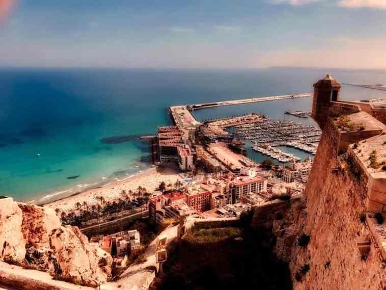 Alicante, Hiszpania - widok na zatokę i port