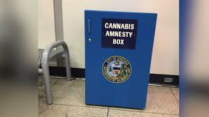 Free Airport Weed ! Passenger Steals Gear From Chicago Airport Amnesty Box