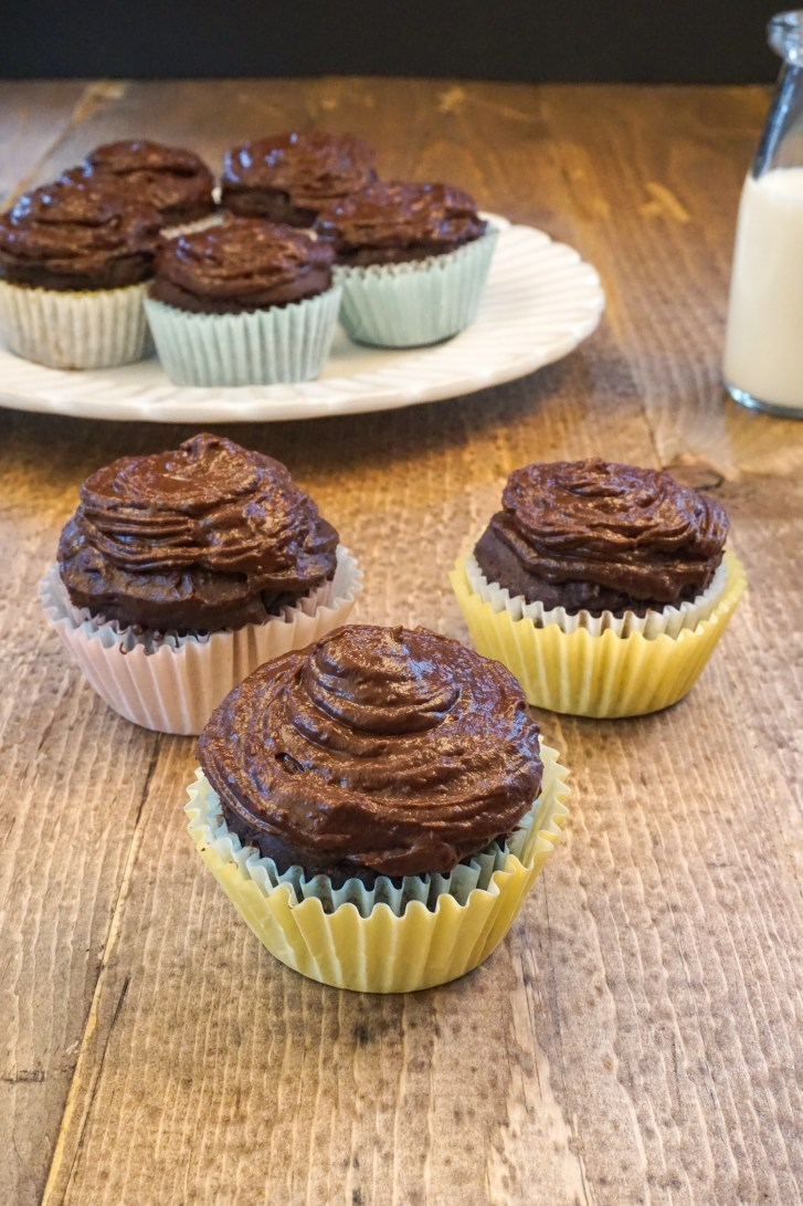 HEALTHY Chocolate Cupcakes with Chocolate AVOCADO Frosting! #healthy #chocolatecupcakes #chocolateavocadofrosting #recipe #sugarfree | www.wakeuptowaffles.com