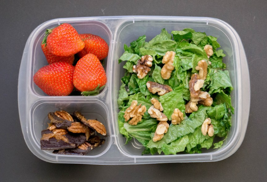 HEALTHY Lunch Box (Packed Lunch) Ideas | #healthy #packedlunchideas #lunchboxideas | www.wakeuptowaffles.com