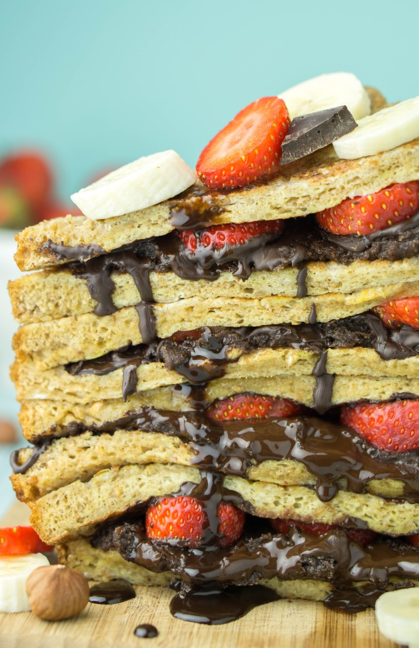HEALTHY Nutella & Strawberry Stuffed French Toast! #healthy #nutella #strawberry #frenchtoast | www.wakeuptowaffles.com