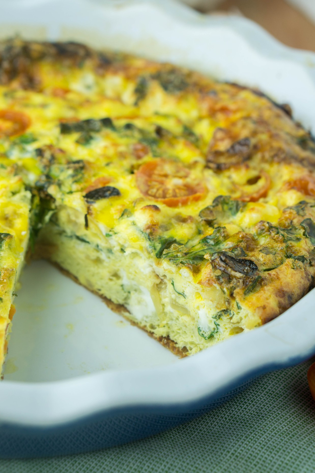 Healthy Kale Cherry Tomato FRITTATA! no butter & low-fat! #healthy #cherrytomato #kale #feta #frittata | www.wakeuptowaffles.com